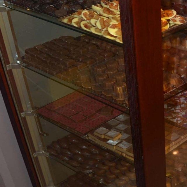 vitrines pour chocolat vitrines p tisserie. Black Bedroom Furniture Sets. Home Design Ideas
